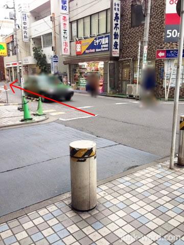 京成青砥駅出口からかつしかシンフォニーヒルズへ向かう道
