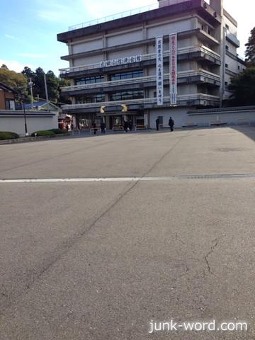 成田山信徒会館駐車場